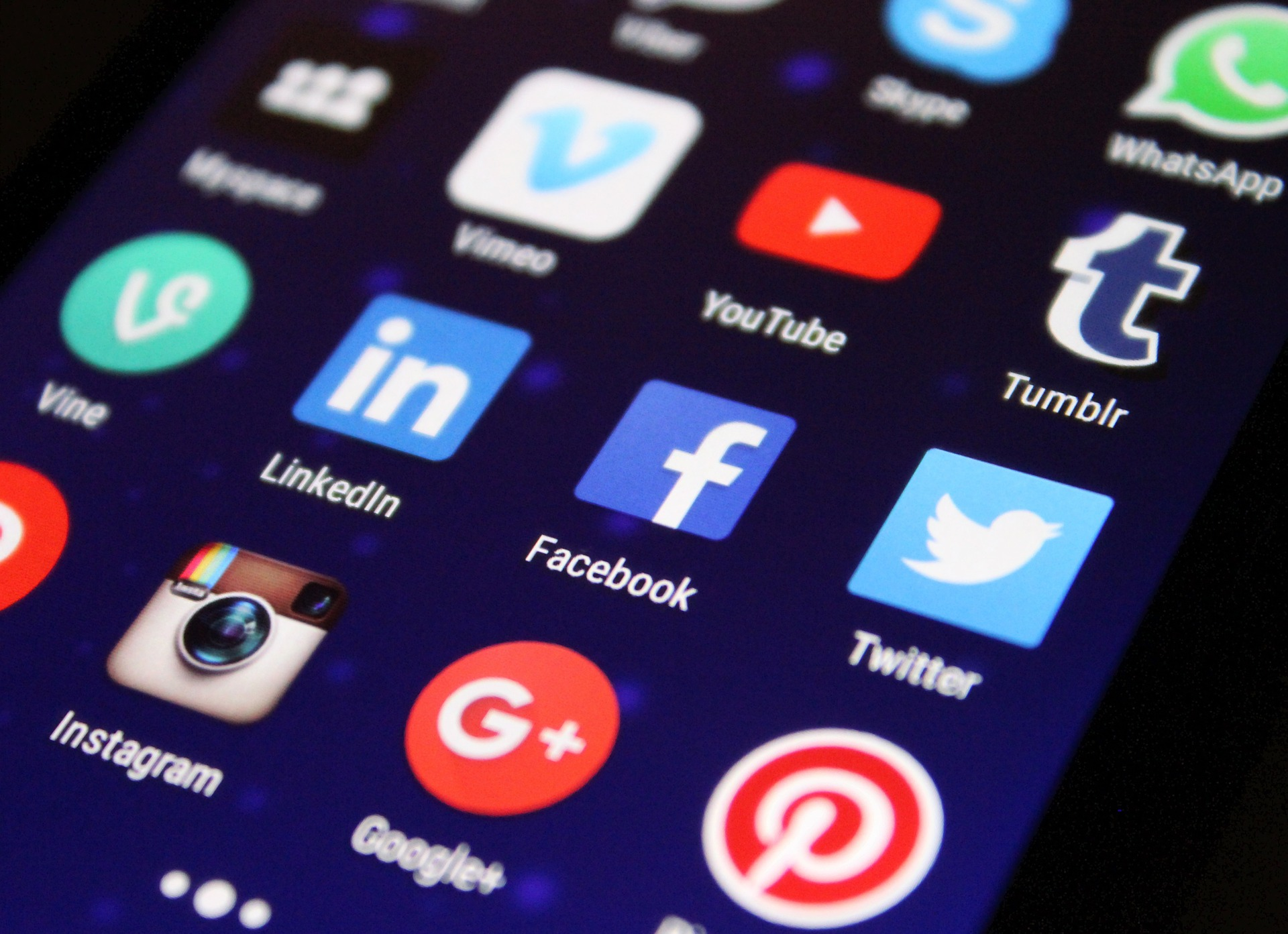 7_consejos_para_aumentar_trafico_a_tu_sitio_web_-_redes_sociales.jpg